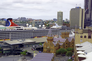 オーストラリア シドニーのロックスの外国船旅客ターミナルのクルーズ船の写真素材 [FYI04131164]