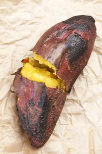 焼き芋の写真素材 [FYI04132814]