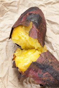 焼き芋の写真素材 [FYI04132817]