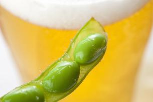 ビールと枝豆の写真素材 [FYI04132936]