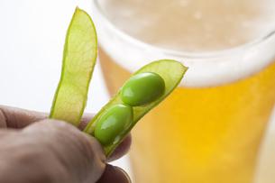 ビールと枝豆の写真素材 [FYI04132937]