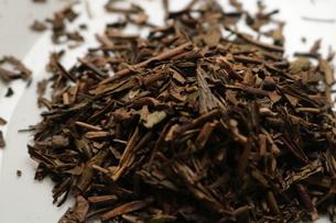 ほうじ茶、茶葉の写真素材 [FYI04133489]