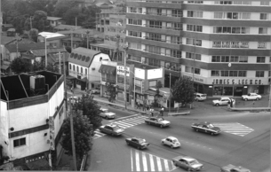 原宿・表参道交差点の写真素材 [FYI04134031]