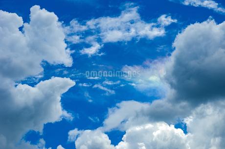 青空と彩雲の写真素材 [FYI04134830]