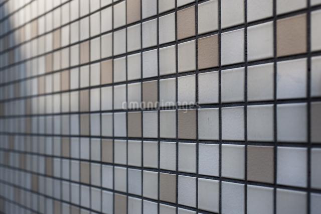タイル貼りの壁の写真素材 [FYI04135459]
