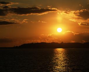 霞ヶ浦 夕陽の写真素材 [FYI04135753]