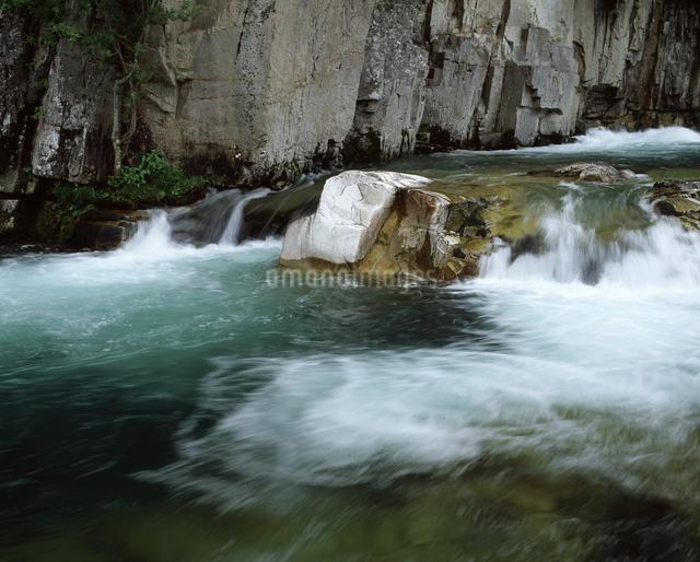 屏風岩と伊南川の写真素材 [FYI04135887]