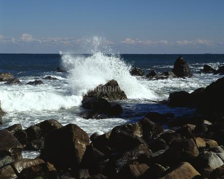 岩と波の写真素材 [FYI04135924]