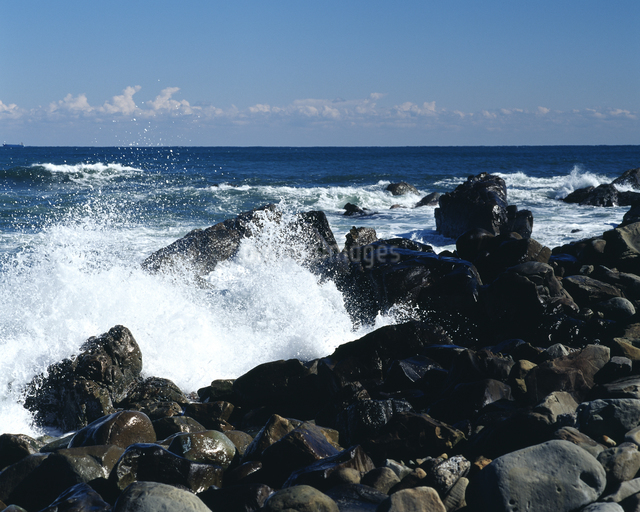 岩と波の写真素材 [FYI04135925]