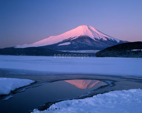 富士山朝焼けの写真素材 [FYI04135931]