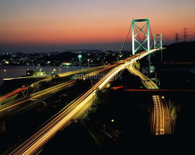 関門橋と九州自動車道の写真素材 [FYI04136175]