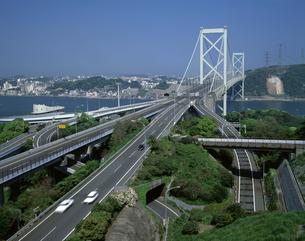 関門橋と九州自動車道の写真素材 [FYI04136180]