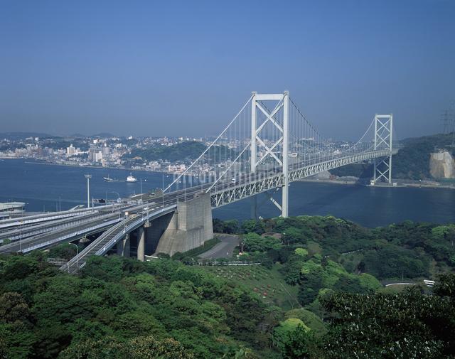 関門橋と九州自動車道の写真素材 [FYI04136181]