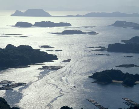 逆光の九十九島の写真素材 [FYI04136247]
