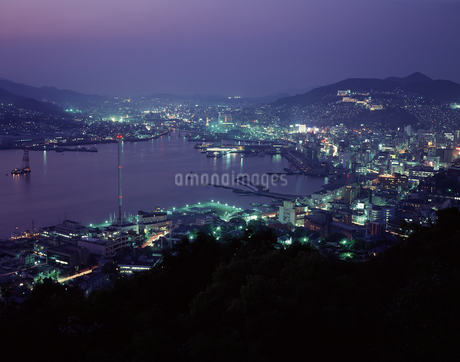 長崎市街 夕景の写真素材 [FYI04136255]