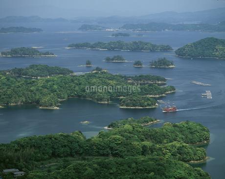 九十九島と遊覧船の写真素材 [FYI04136258]