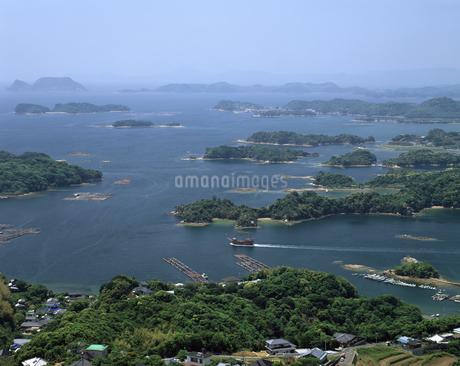 九十九島と遊覧船の写真素材 [FYI04136259]