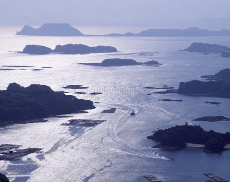 逆光の九十九島の写真素材 [FYI04136272]