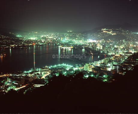 長崎市街 夜景の写真素材 [FYI04136295]
