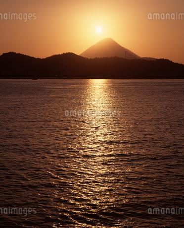 開聞岳 夕景の写真素材 [FYI04136317]