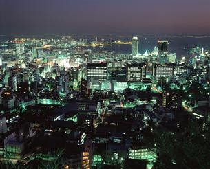 フラワーロードと神戸市役所の写真素材 [FYI04136481]