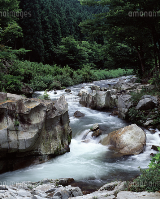 岩と流れの写真素材 [FYI04136570]