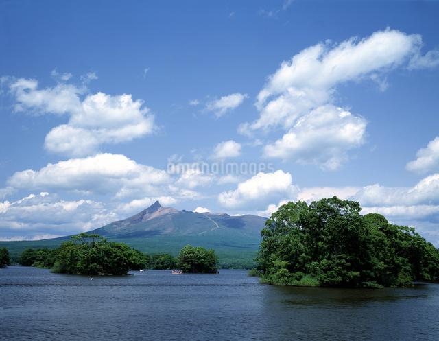 大沼と駒ヶ岳の写真素材 [FYI04136699]