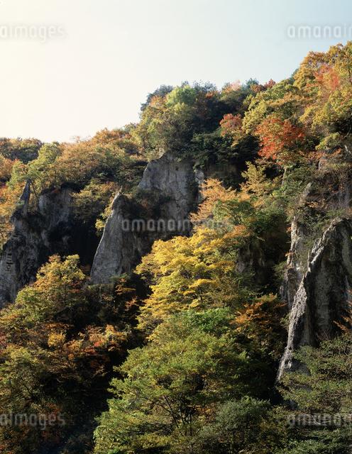 紅葉の鳴子峡の写真素材 [FYI04136746]