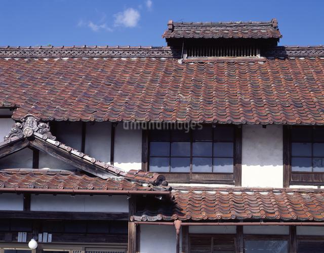 煙出しのある家の写真素材 [FYI04136760]
