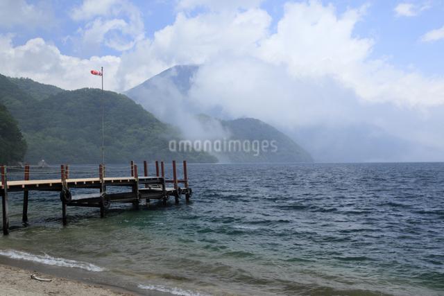 中禅寺湖と男体山の写真素材 [FYI04136900]