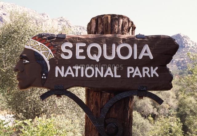 ヨセミテ国立公園の看板の写真素材 [FYI04136967]
