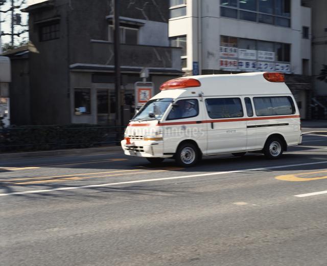 救急車の写真素材 [FYI04137036]