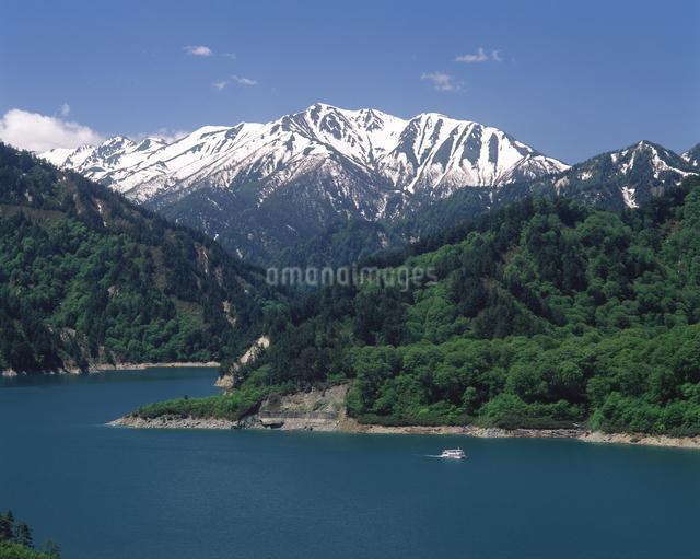 黒部湖と赤牛岳の写真素材 [FYI04137075]