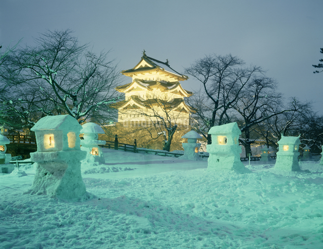 弘前城雪灯籠まつりの写真素材 [FYI04137084]