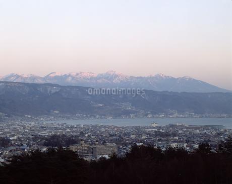 八ヶ岳連邦と諏訪湖の写真素材 [FYI04137135]