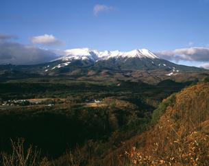 御嶽山冠雪の写真素材 [FYI04137275]