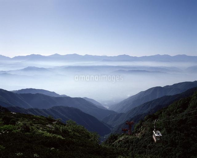 中央アルプスより八ヶ岳を望むの写真素材 [FYI04137308]