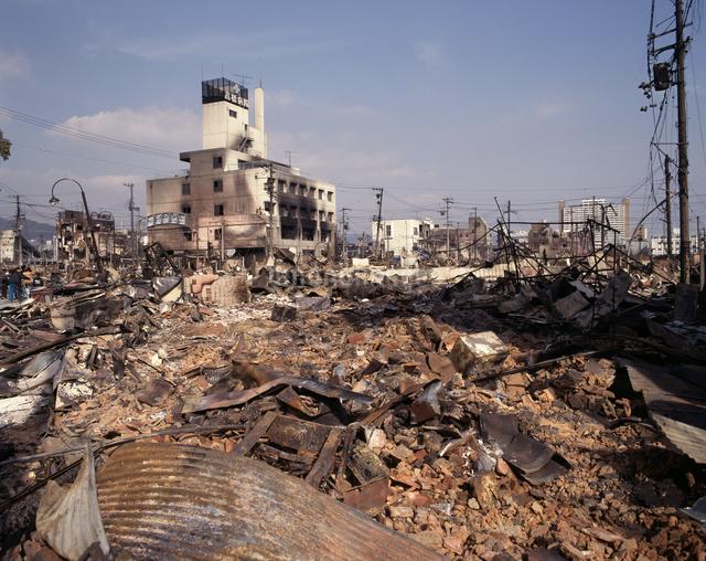 焼け跡 阪神淡路大震災の写真素材 [FYI04137516]