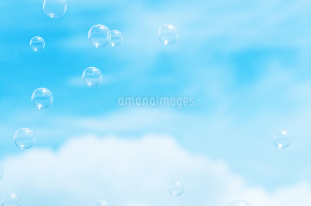 シャボン玉の写真素材 [FYI04137757]