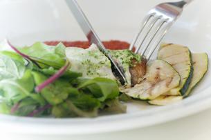 魚料理の写真素材 [FYI04137848]