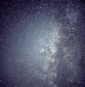 天の川 わし座 いるか座の写真素材 [FYI04140068]