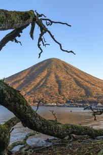 栃木県 歌ヶ浜より男体山を望むの写真素材 [FYI04142828]