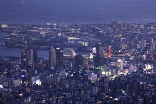 六甲山山頂からの夜景の写真素材 [FYI04144356]