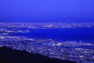 六甲山山頂からの夜景の写真素材 [FYI04144359]