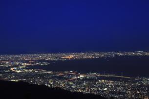 六甲山山頂からの夜景の写真素材 [FYI04144366]