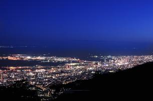 六甲山山頂からの夜景の写真素材 [FYI04144368]