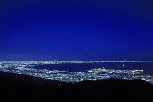 六甲山山頂からの夜景の写真素材 [FYI04144369]