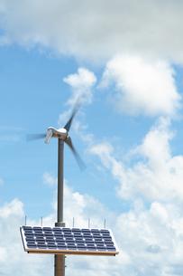 風力発電と太陽光発電の写真素材 [FYI04145216]