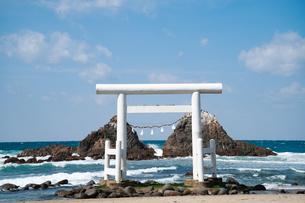 二見ヶ浦の夫婦岩 福岡の写真素材 [FYI04145257]