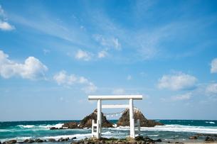 二見ヶ浦の夫婦岩 福岡の写真素材 [FYI04145258]